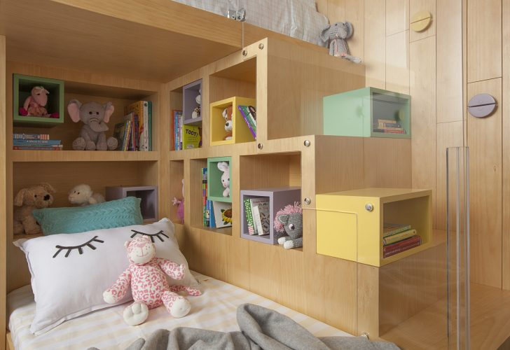 Reforma em um apartamento construído na década de 1980, quarto meninas