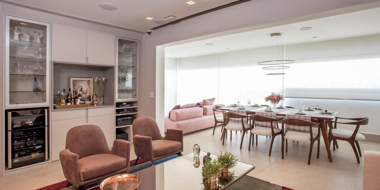 Arquiteta Cristiane Schiavoni assina apartamento acolhedor com soluções funcionais