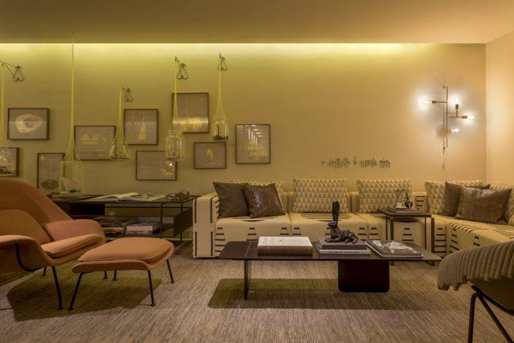 A semana da Conexão Décor na CasaCor São Paulo 2019, MARCELO SALUM ASSINA LOFT ÁRVORE DA VIDA, sala com paredes em amarelo