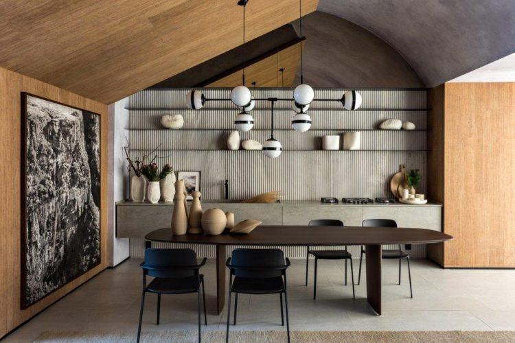 O Loft Refúgio, assinado pela arquiteta Consuelo Jorge para a CASACOR São Paulo 2019. Cozinha integrada