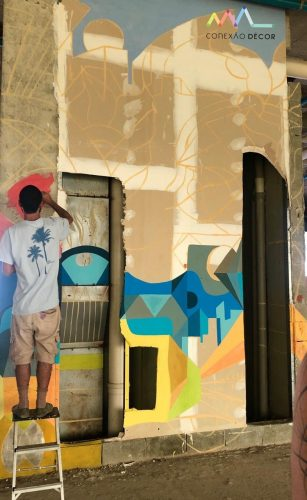 A 4ª edição da exposiçãoNOVOS TALENTOS DO DESIGN BRASILEIRO. Foto da obra do espaço com grafitte