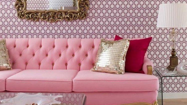 Os Signos e suas cores na decoração. Peixes cor Rosa, sala com sofá e papel nessa cor