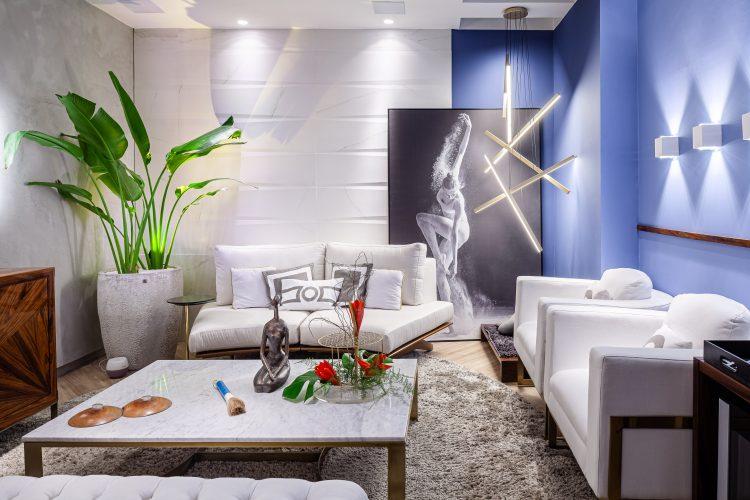 Sala Zen, com Fenh Sui, salacom decoração clara, parede azul.