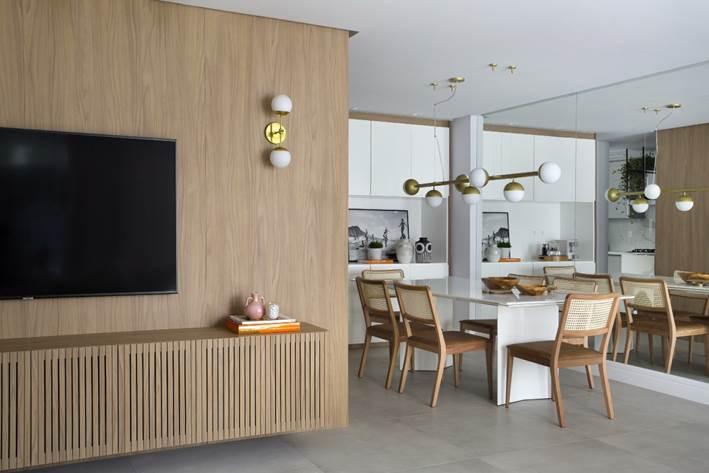 buffet e sala de jantar no projeto assinado por Beta Arquitetura