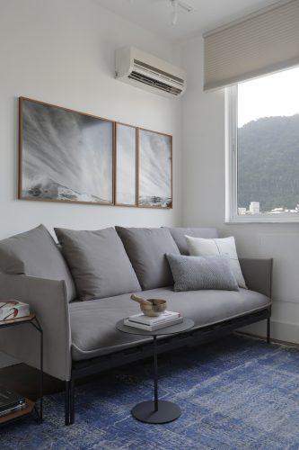 Apartamento de recém-casados no Jardim Botânico, sofá cama do escritório.