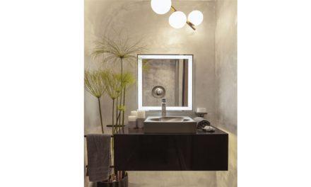 Espelho com iluminação embutida integra o portfólio da Roca