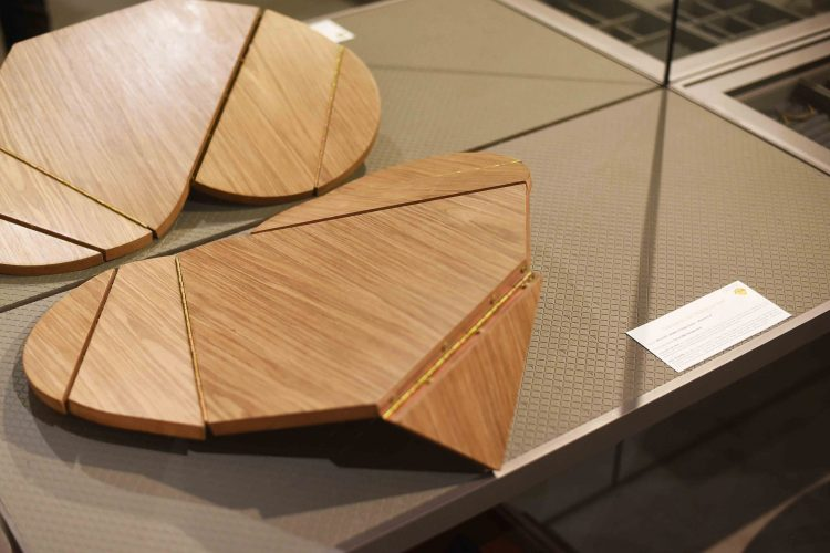 coração em madeira com dobraduras