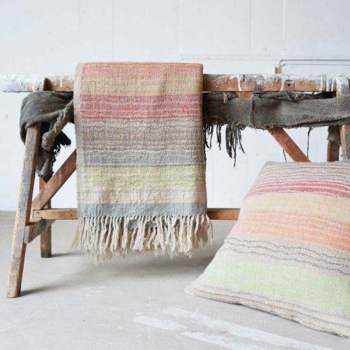Maison&Objet , a maior feira de objetos, móveis e têxteis da Europa. Tapete com tramas de tear