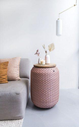 Maison&Objet , a maior feira de objetos, móveis e têxteis da Europa. Puff na cor rosa com trams