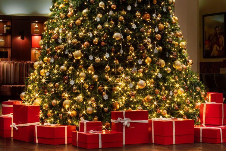 seis arvores de Natal mais luxosas do planeta.Baccarat x The Charles Hotel – Munique, Alemanha, com enfeites em cristal da marca