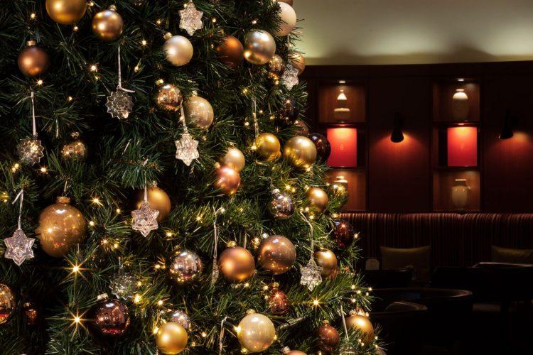 seis arvores de Natal mais luxosas do planeta.Baccarat x The Charles Hotel – Munique, Alemanha com enfeites de cristal da marca