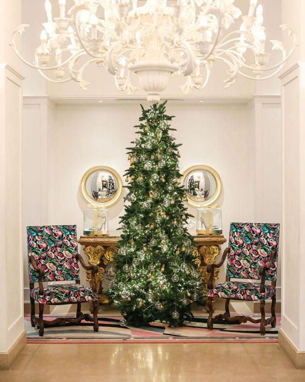 seis arvores de Natal mais luxosas do planeta.Aquazurra x Hotel Savoy - Firenze, Itália, com enfeites de abacaxi , simbolo da marca