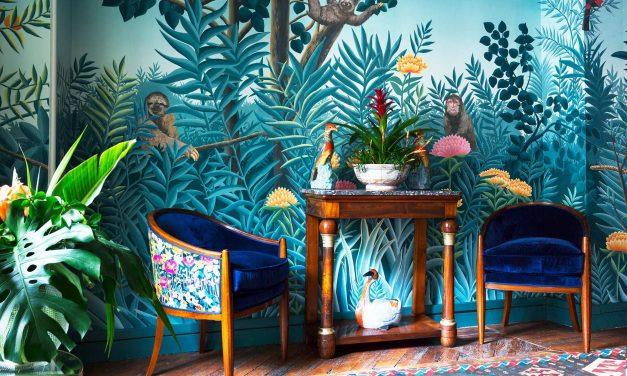 """Luxo e originalidade dos papéis de parede pintados e bordados a mão da """"de Gournay"""", agora no Brasil."""