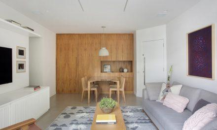 Pequenas interferências para tornar os ambientes mais amplos em um apartamento no Leblon