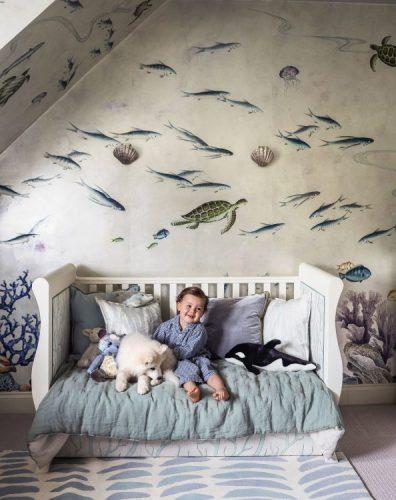 Estampa animal print na decoração, papel de parede com estampa do fundo do mar no quarto de criança