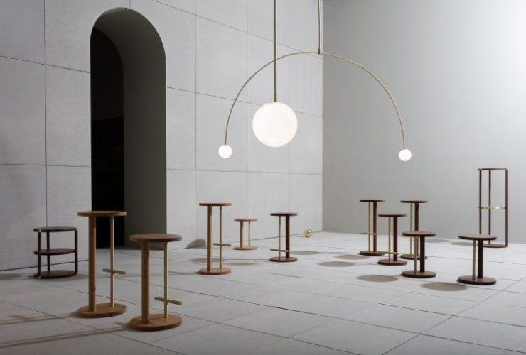 Michael Anastassiades, Designer do ano da Maison Objet. Luminária com uma esfera na ponta e linhas retas