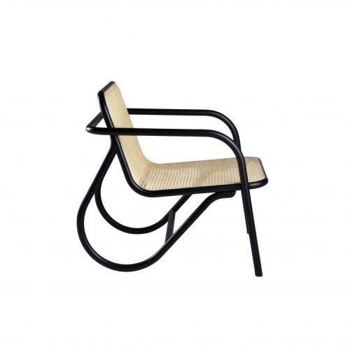 Michael Anastassiades, Designer do ano da Maison Objet. Uma cadeira em madeira, acento palhinha, deesnho do design