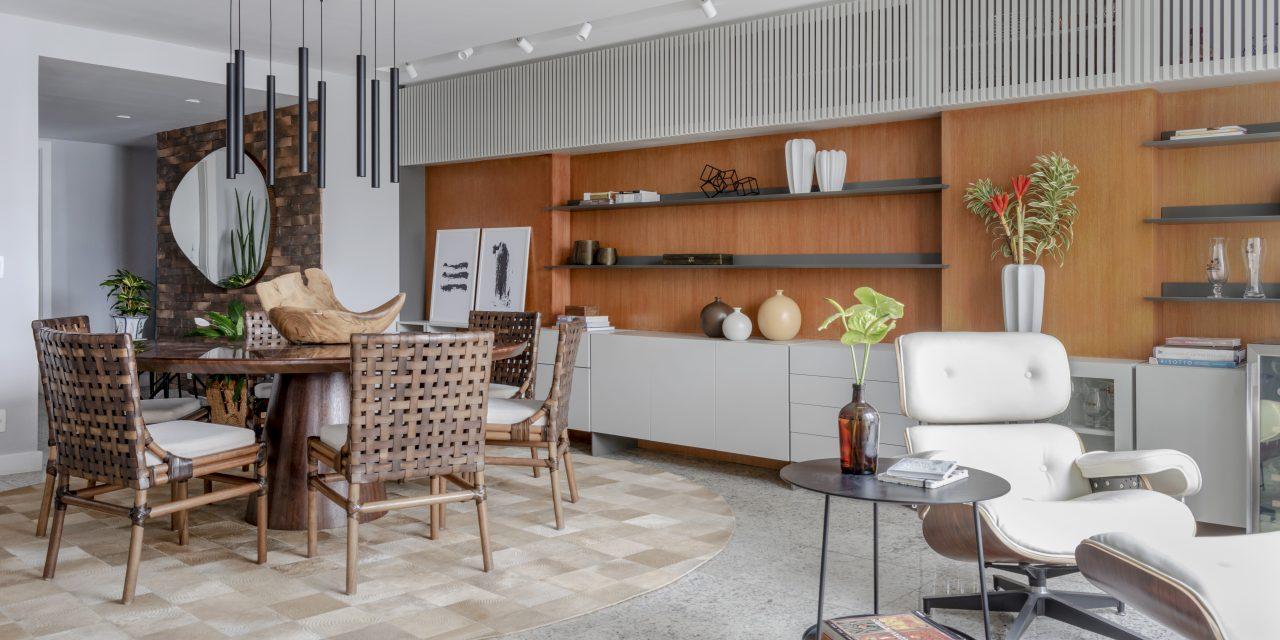 Sala de estar ganha espaço acolhedor sem perder o estilo conservador