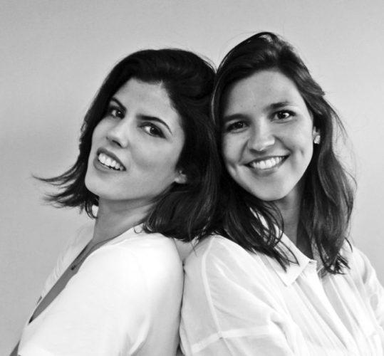 Homenagem a Conexão Décor ao dia 8 de Março, dia internacional da mulher. Foto das duas mulheres que compõe a Escala Arquitetura