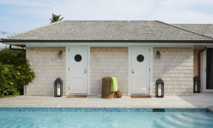 Rodney Lawrence assina o projeto de interiores informal e divertida nos Hamptons