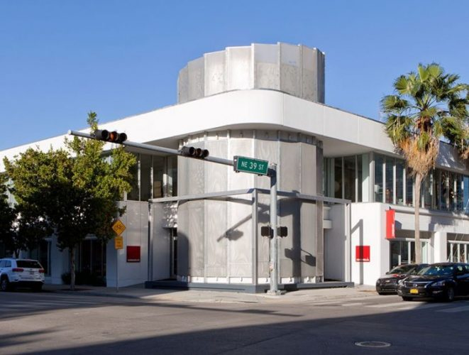 Luminaire Lab, 3901 NE 2nd Ave, Miami, FL 33137. Fachada da loja ocupando um esquina