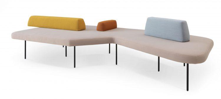 Novidade vindo de SP para o mercado de Décor no Rio. Marca OVO com design exclusivo. Sofá com forma orgânica e assentos coloridos