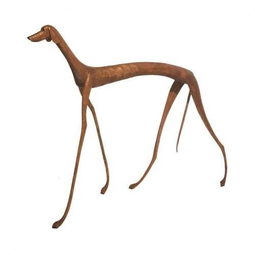 Escultura em madeira cachorros dos retirantes nordestinos. Imagem de um cachorro magrinho