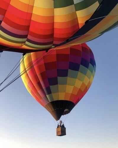 Guia para a criativiadade. Foto de um balão super colorido subindo