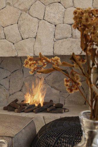 9 DICAS DE LAREIRAS ECOLÓGICAS. Nicho para a lareira na parede de pedra