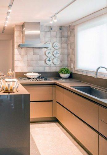 Cozinha em L com armarios em bronze