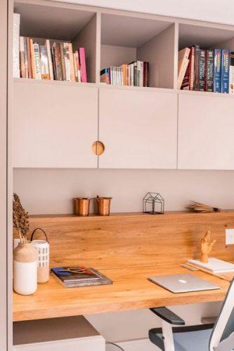 A reforma do imóvel, Francisco Beltrão, interior do Paraná, home office com bancada em madeira