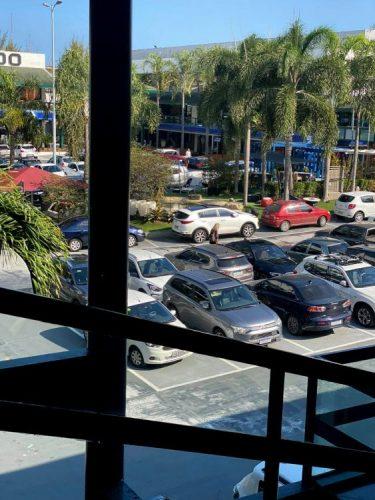 foto do estacionamento da Csa Shopping cheio de carro