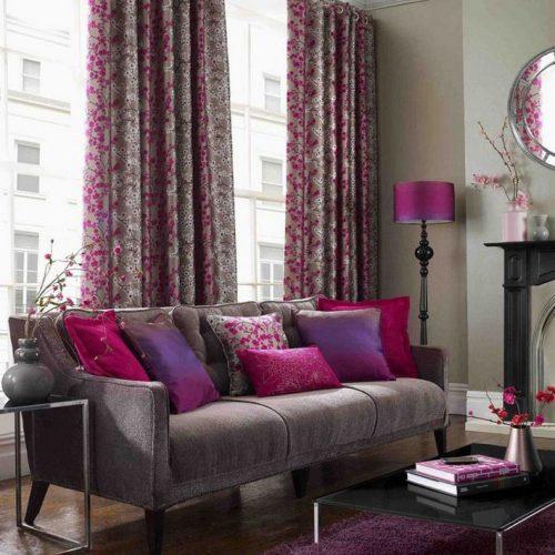 O poder das cores na decoração, sofá cinza com almofadas roxas
