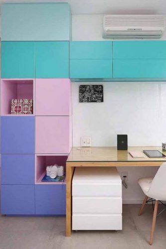 O poder das cores na decoração, armarios com portas pintadas e rosa, azul e turquesa