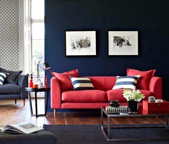 O poder das cores na decoração, sala com parede azul e sofá rosa