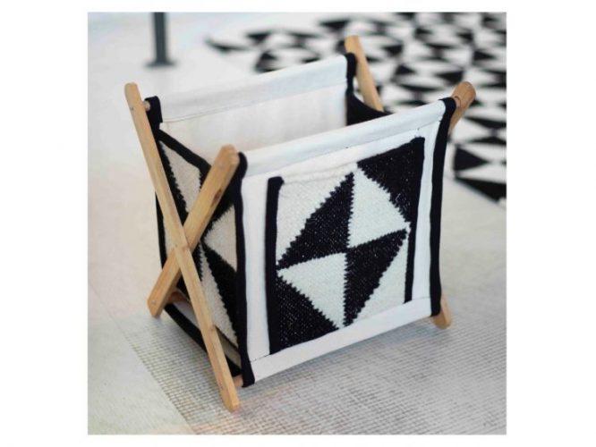 Upcycling - Coleção de objetos de decor e moda com de sobras de tapetes. revisteiro feito da soba de recortes de tapetes, modelo preto e branco