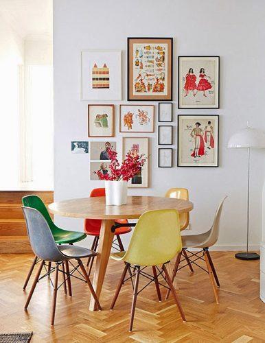 seleção de 10 cadeiras icônicas do design, DWS. Cadeiras coloridas com os pés em madeira