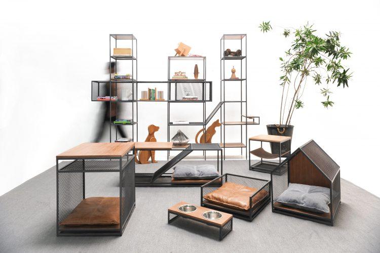 Linha de móveis em estilo industrial pensada para pets, comedouros, casinhas e mesas de centro em aço