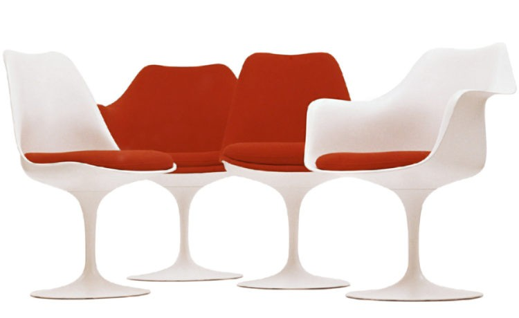 Cadeiras Tulipas, pé central e parecendo uma flor