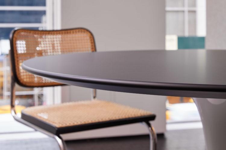 Borda da mesa Saarinen em madeira preta