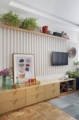 Projeto de decoração low cost, ripas feitas em mdf e pintados de branco