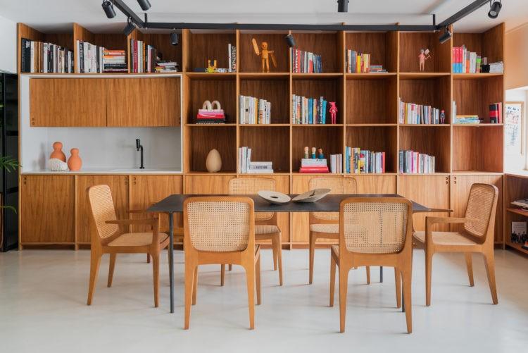 Novas formas de trabalhar, escritorio com estante leve em madeira repelta de nichos e com cuba embutida e
