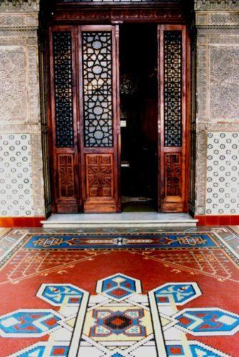 Castelo de Manguinhos - FIOCRUZ por dentro, piso em pastilhas, portas em madeiras com desenhos mouriscos