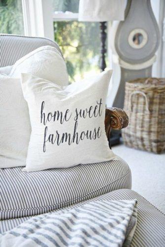 Almofada com a frase em ingles, home sweet farmhouse
