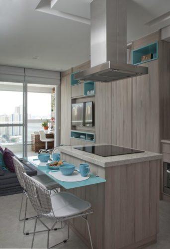 Ambientes integrados, cozinha com a sala e uma pequena ilha