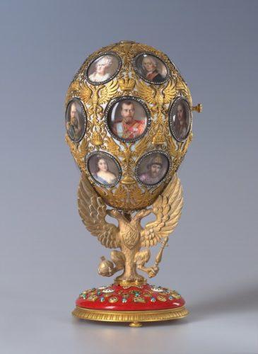 Ovos de chocolate e coelhos, a origem dos ovos Fabergé para a família Romanov.