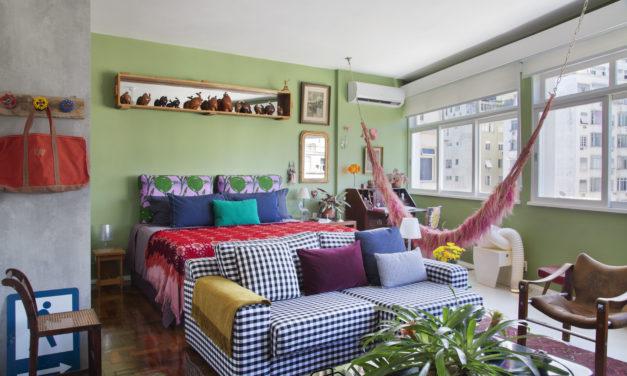 """O estilo """"de tudo um pouco"""" no novo apartamento do arquiteto Francisco Palmeiro"""