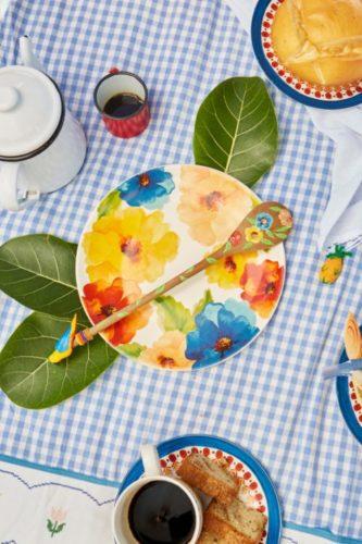 A Farm acaba de lançar sua primeira linha de louças, que chega espalhando alegria com estampas florais, orgânicas, gráficas e de animais da fauna brasileira.São pratos rasos e de sobremesa -