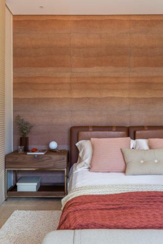 São Paulo ganha mostra permanente de decoração, Casa Mollde + Conteúdo_ Quarto com cama de casal decorado em tons de rosa