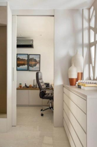 Ao lado do quarto um mini home office